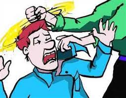 समधी से मारपीट का कारण पूछा तो भड़के दामाद ने BSF से इंस्पेक्टर रिटायर्ड ससुर काे मुक्का मारा, सिर के बल गिरने से हालत गंभीर|जालंधर,Jalandhar - Dainik Bhaskar