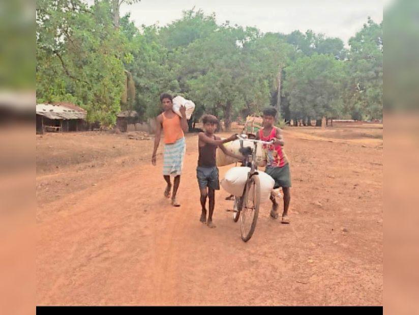अब राशन लेने नहीं जाना पड़ता नदी पार, गांव में ही यह सुविधा|दंतेवाड़ा,Dantewada - Dainik Bhaskar