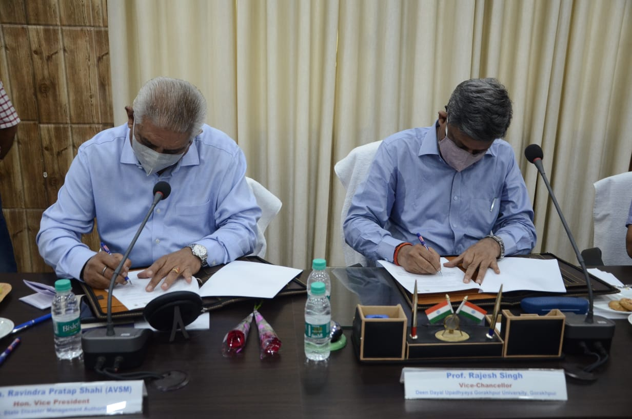 दीन दयाल उपाध्याय गोरखपुर विश्वविद्यालय और उत्तर प्रदेश राज्य आपदा प्राधिकरण के बीच प्रशासनिक भवन के कमेटी हाल में समझौता। - Dainik Bhaskar
