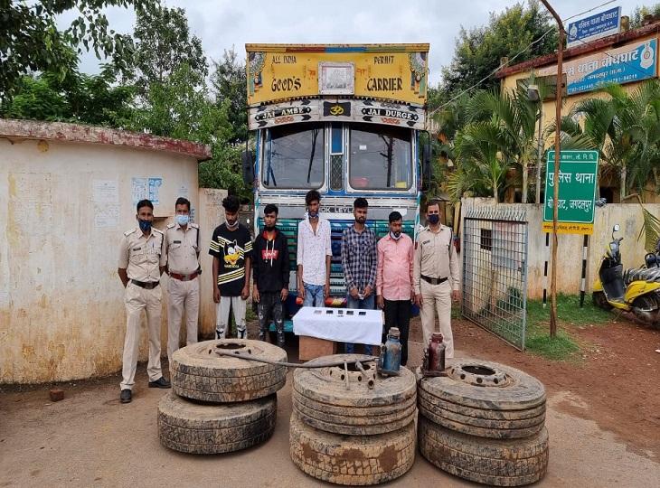 जगदलपुर में खड़ी ट्रक को चोरों ने चुराया, पाट्स काट कर ओड़िशा में बेचने की थी तैयारी,नगरनार में पुलिस ने दबिश दे कर पकड़ा जगदलपुर,Jagdalpur - Dainik Bhaskar