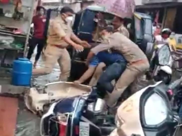 सड़क पर गाड़ी खड़ी करने पर पुलिस ने की पिटाई, खींचकर गाड़ी में बैठाया, इंस्पेक्टर बोले- पुलिसकर्मी को युवक ने पीटा|गोरखपुर,Gorakhpur - Dainik Bhaskar