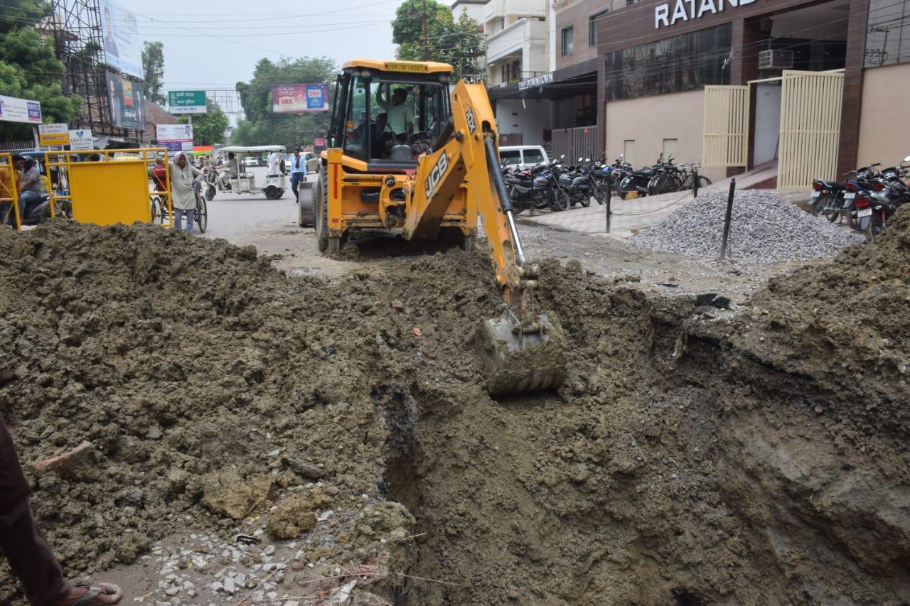 गंगा बैराज से 6 करोड़ लीटर सप्लाई बंद, पानी की बूंद-बूंद के लिए तरस रही 10 लाख की आबादी|कानपुर,Kanpur - Dainik Bhaskar