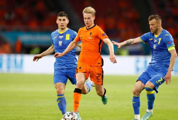 मैच के दौरान नीदरलैंड्स के फ्रेंकी डी जॉन्ग।