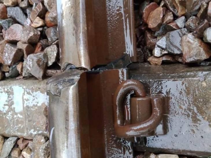 लखनऊ-वाराणसी रेलवे ट्रैक पर टूटी हुई पटरी से गुजर गई मालगाड़ी; स्थानीय लोगों ने दी सूचना तो शुरू हुआ ट्रैक का काम|लखनऊ,Lucknow - Dainik Bhaskar