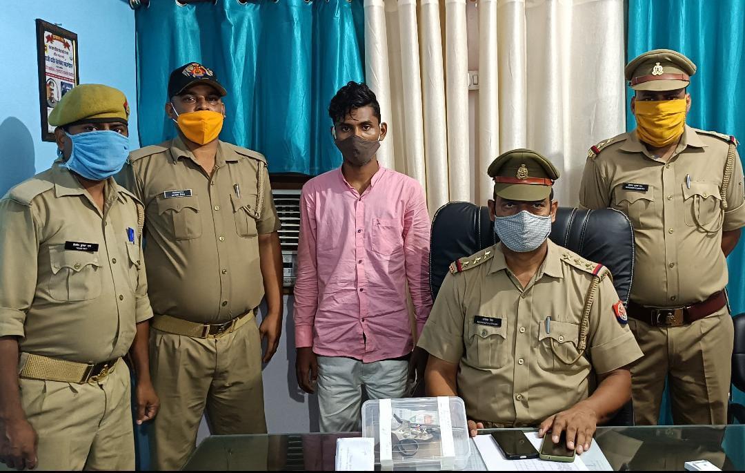 50 लाख की रंगदारी मांगने वाले शातिर समेत आर्म्स एक्ट का आरोपी अवैध तमंचे के साथ गिरफ्तार, SSP ने पुलिस टीम को दिया 15 हजार का इनाम|गोरखपुर,Gorakhpur - Dainik Bhaskar