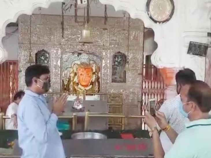 भीड़ को देखते हुए प्रशासन ने लिया फैसला, भक्त अब गुरुवार को कर सकेंगे दर्शन इंदौर,Indore - Dainik Bhaskar