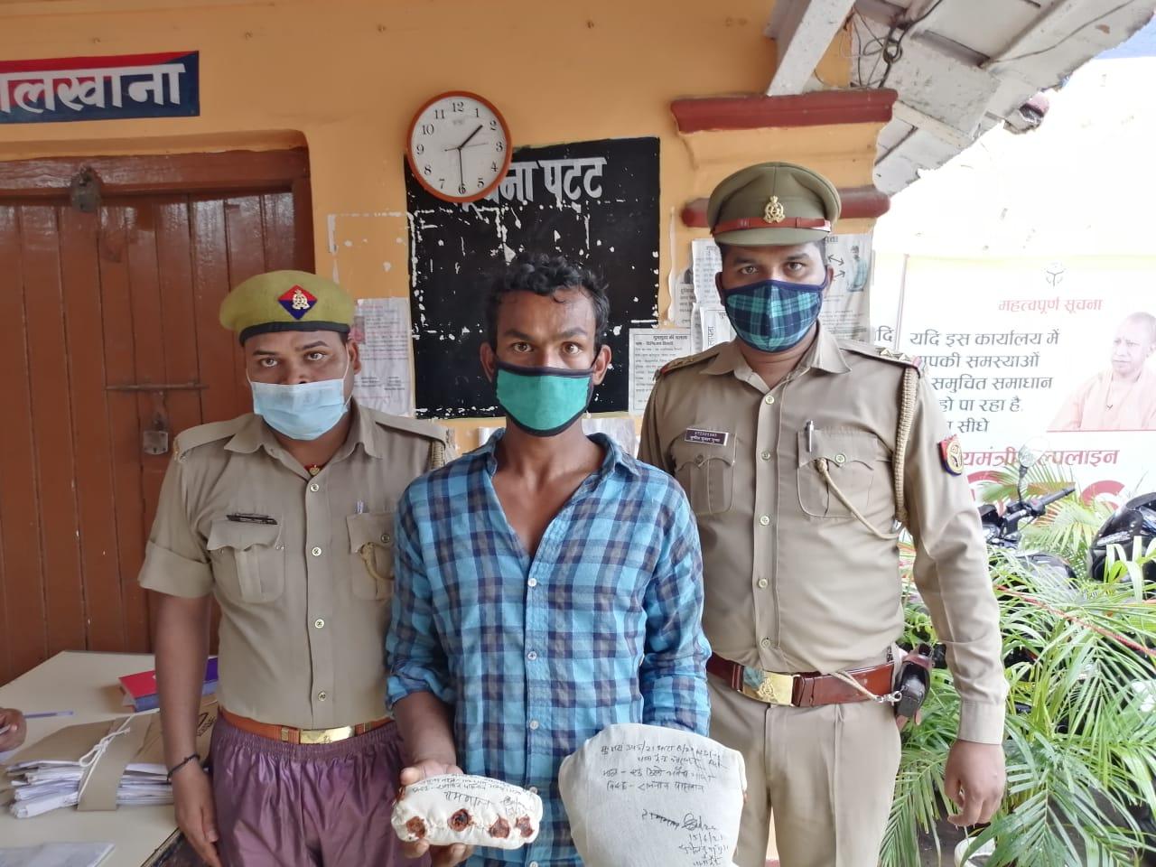 गोरखपुर में गांजा की सप्लाई करने वाला तस्कर चढ़ा पुलिस के हत्थे ;1.25 किलो गांजा बरामद, तस्कर पर दर्ज हैं कई केस गोरखपुर,Gorakhpur - Dainik Bhaskar