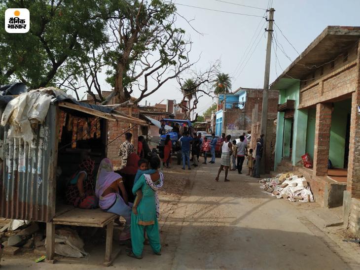 यह तस्वीर बिकरू गांव की है। अब दूसरे गांवों की तरह यहां भी लोगों की चहल-पहल दिखाई देती है।