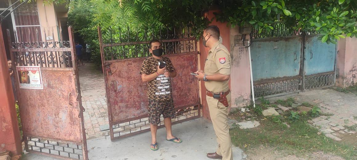 पुलिस पर लोगों का भरोसा बढ़ाने के लिए मुकदमा दर्ज कराने वाले के घर जाकर सिपाही-दरोगा पूछ रहे कुशलक्षेम|वाराणसी,Varanasi - Dainik Bhaskar