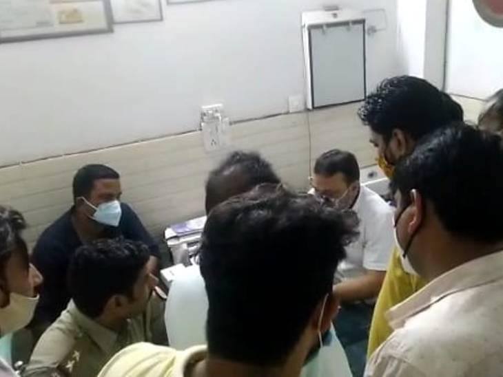 ऑपरेशन के दौरान महिला के पेट में कपड़ा-कॉटन छोड़ने का आरोप, तीमारदारों ने किया हंगामा, डॉक्टर ने कहा- परिवार को गलतफहमी थी|मुरादाबाद,Moradabad - Dainik Bhaskar