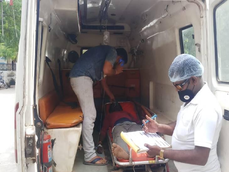 रीवा पुलिस की गाड़ी से शराब तस्करी के संदेही ने लगाई छलांग, हालत गंभीर, ICU में भर्ती|रीवा,Rewa - Dainik Bhaskar