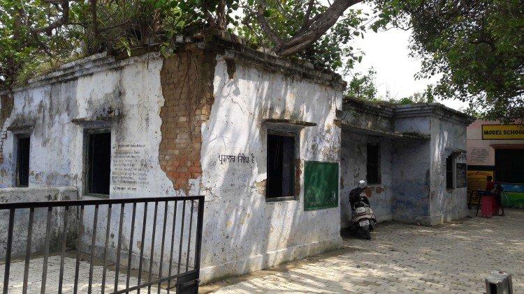 जर्जर स्कूलों को संवारेगा नगर निगम, एक करोड़ रुपए से जीर्णोंद्वार और सुंदरीकरण; बिल्डिंग में बच्चों की सुरक्षा रहती है दांव पर कानपुर,Kanpur - Dainik Bhaskar