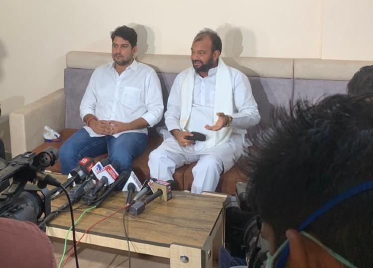 भाकर और पारीक बोले- 3 साल में तीन-तीन पार्टियां बदलीं, वे आज कांग्रेस के लिए लाठियां खाने वालों को किसके कहने पर गद्दार कह रहे हैं?|जयपुर,Jaipur - Dainik Bhaskar
