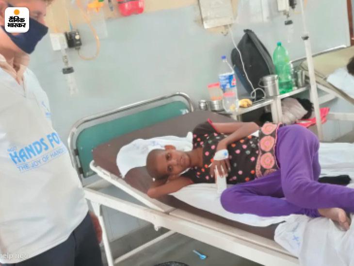 मौके पर पहुंचे अधिकारियों ने सभी बच्चो को अस्पताल में भर्ती कराया।