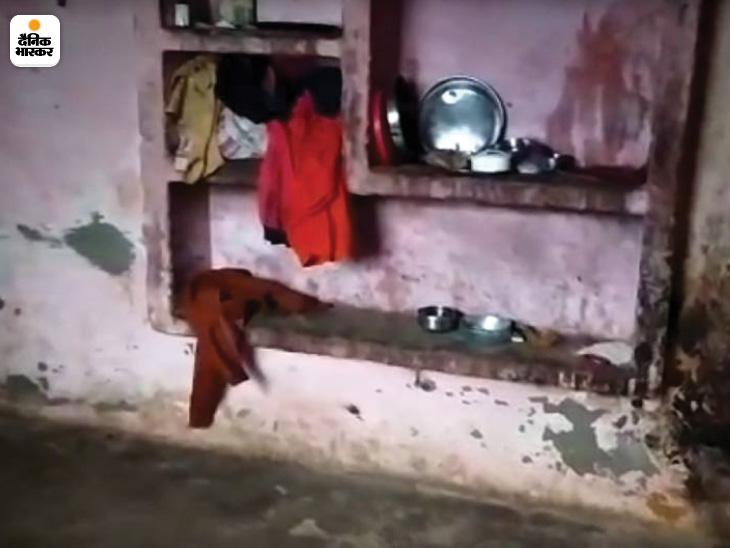 घर में बर्तन तो थे लेकिन खाने के लिए भोजन नहीं था। आसपास के लोगों की माने तो भूख से बिलखते बच्चों की आवाजें बाहर तक सुनाई दे रहीं थीं। लेकिन घर के सभी सदस्य 15 दिनों तक केवल पानी पीकर ही जिंदा रहे।