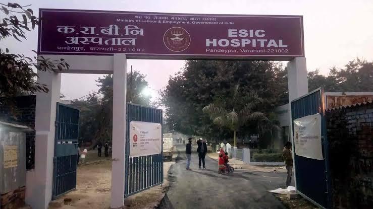 45 वर्ष से ज्यादा आयु के सवारी वाहनों के चालकों, खलासियों और कंडक्टर के लिए बाबतपुर के समीप आरटीओ ऑफिस में टीकाकरण की व्यवस्था की गई है। - Dainik Bhaskar
