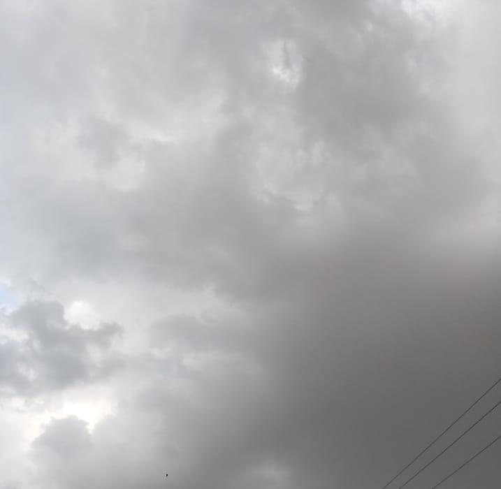 तेज हवा के साथ, घिर आए बादल , बारिश की बूंदों ने मौसम किया सुहाना मुरैना,Morena - Dainik Bhaskar