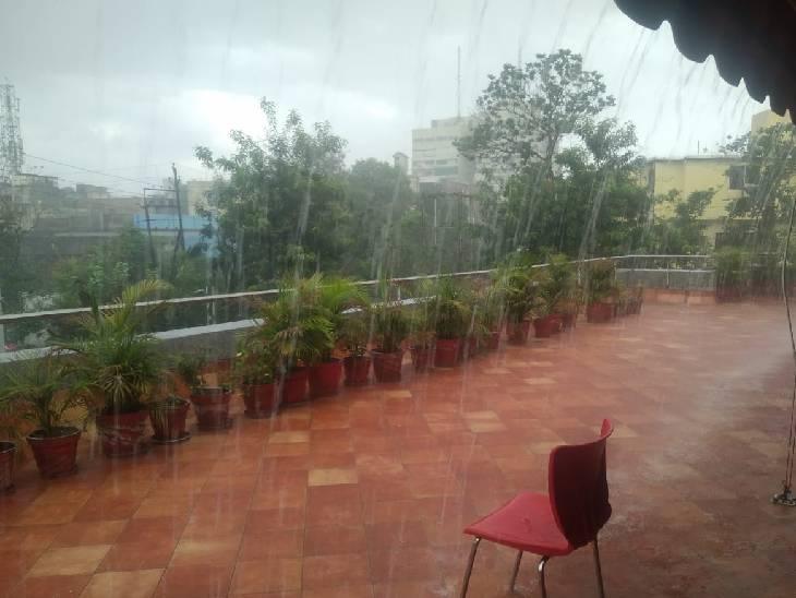 राजधानी में बुधवार शाम तेज बारिश हुई।