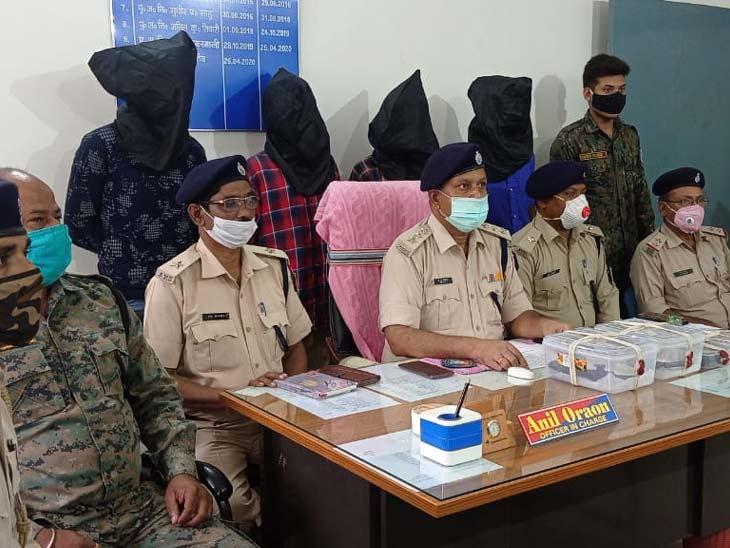 ढाबा में छापेमारी कर पुलिस ने की कार्रवाई, हथियार और गोलियां बरामद; डाल्टेनगंज में लूट की बना रहे थे योजना|रांची,Ranchi - Dainik Bhaskar