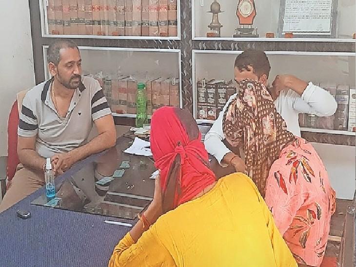 शादी करने के लिए आगरा से भागकर आई 16 साल की बालिका, नाबालिग प्रेमी की 1400 रुपए सैलरी सुन साथ रहने से किया इनकार धौलपुर,Dholpur - Dainik Bhaskar