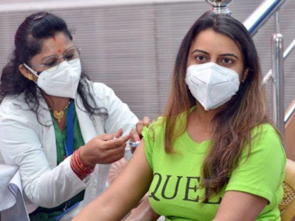 51% को लग चुका पहला डोज; दूसरा डोज सिर्फ 9% को, आज इंदौर को मिलेंगे 49 हजार 600 टीके|इंदौर,Indore - Dainik Bhaskar