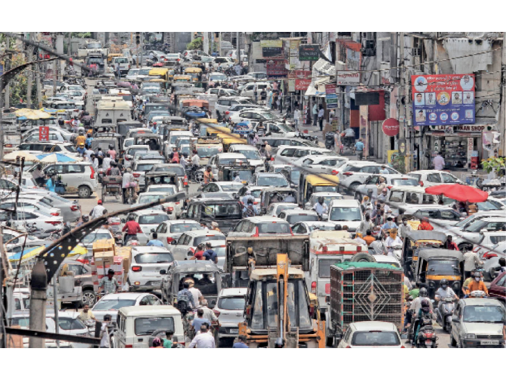 सिविल से सिर्फ दो किलोमीटर पहले 20 मिनट तक जाम में फंसी रहीं तीन एंबुलेंस जालंधर,Jalandhar - Dainik Bhaskar