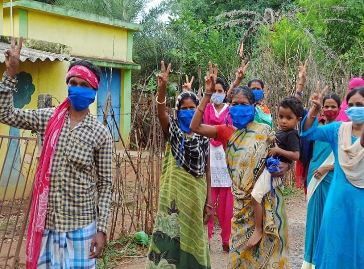 वैक्सीनेशन के बाद ग्रामीणों में भी खुशी देखने को मिल रही है। 100% वैक्सीनेशन पूरा कराने में सरपंच और उप सरपंच ने भी महत्वपूर्ण भूमिका अदा की।
