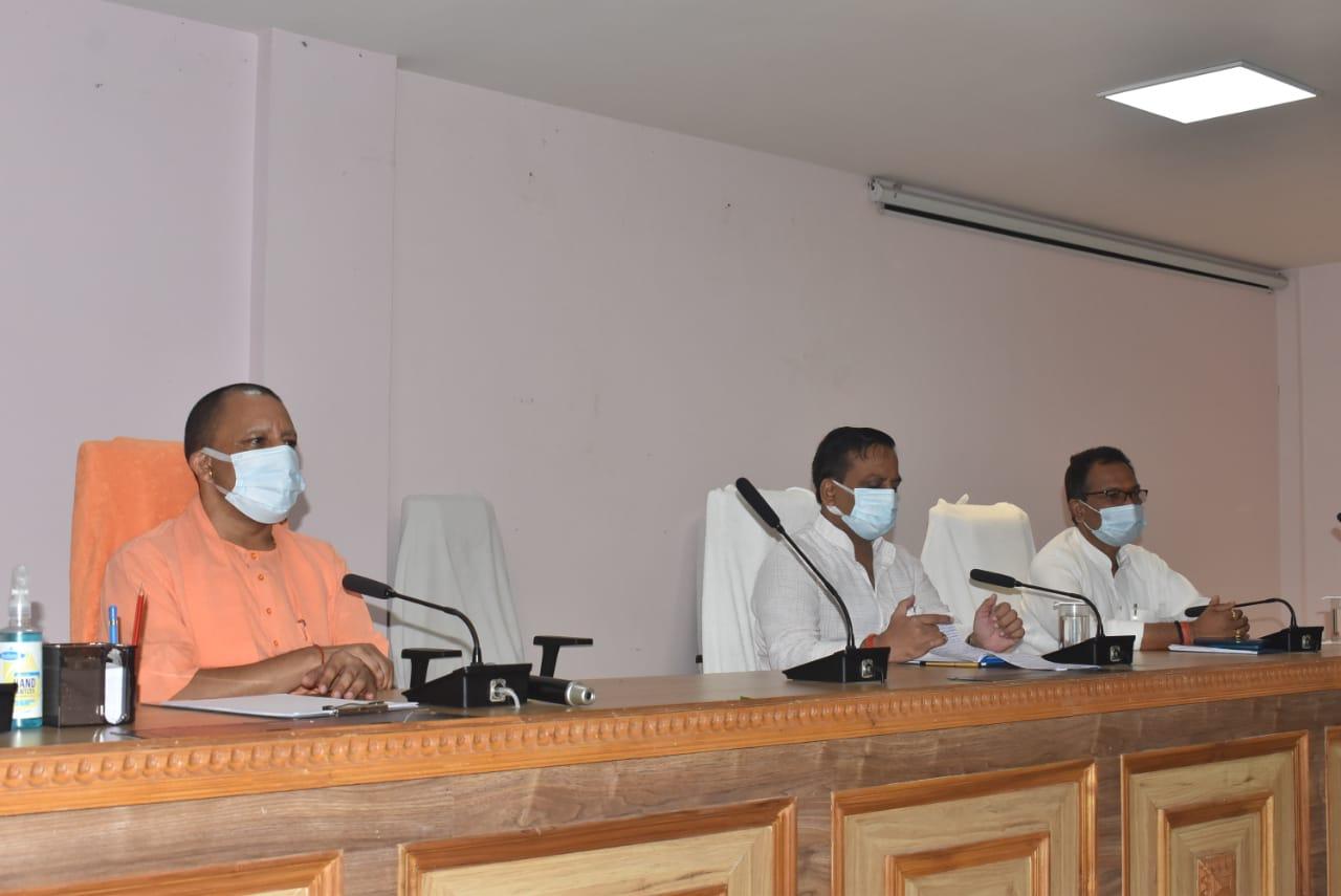 CM ने जनप्रतिनिधियों को दिए कोरोना की थर्ड वेब से बचाव के मंत्र, बोले जनता को योजनाओं से जोड़ें... टीकाकरण के लिए भी करें जागरूक|गोरखपुर,Gorakhpur - Dainik Bhaskar