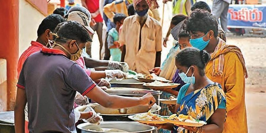 2020 में दुनिया के 300 करोड़ लोगों ने अनजान लोगों की मदद की, अमीर की तुलना में गरीब देशों ने बड़ा दिल दिखाया|दिल्ली + एनसीआर,Delhi + NCR - Dainik Bhaskar