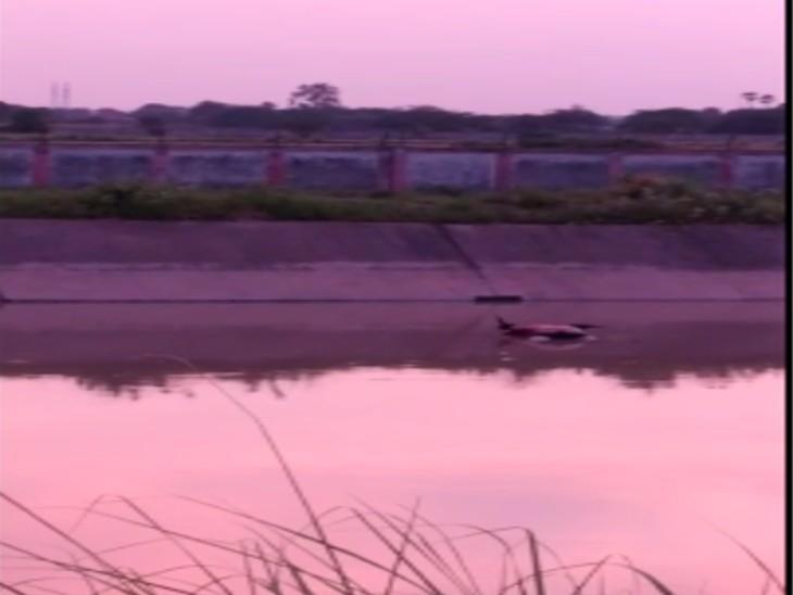 सीमा विवाद में उलझी रही थानों की पुलिस; दो घंटे नदी में तैरता रहा शव, पुलिस बनी रही तमाशबीन|कानपुर,Kanpur - Dainik Bhaskar