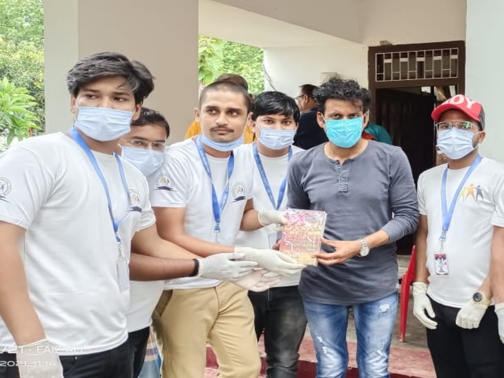फिल्म अभिनेता मनोज वाजपेयी ने अपने गांव के युवाओं का बढ़ाया हौसला, उनकी मुहिम से जुड़ने का लिया संकल्प|बेतिया (पश्चिमी चंपारण),Bettiah (West Champaran) - Dainik Bhaskar