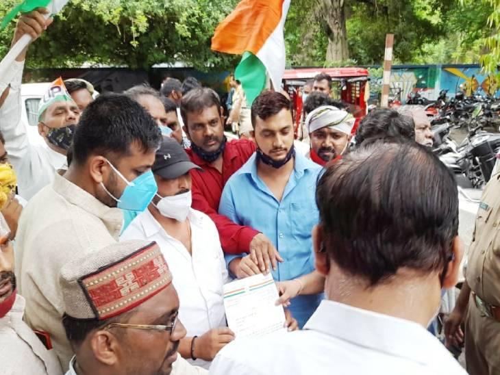 श्रीरामजन्मभूमि तीर्थ ट्रस्ट क्षेत्र की जमीन खरीद की जांच सुप्रीम कोर्ट के जज की निगरानी में कराने की मांग, आठ सूत्रीय ज्ञापन राष्ट्रपति को भेजा|अयोध्या (फैजाबाद),Ayodhya (Faizabad) - Dainik Bhaskar