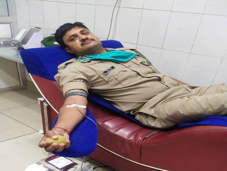 कांस्टेबल ने ब्लड डोनेट कर बचाई मरीज की जान|गोरखपुर,Gorakhpur - Dainik Bhaskar