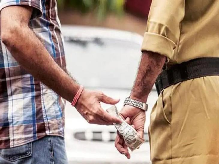 बालू माफिया से ₹60 हजार रिश्वत लेते हुए रंगे हाथ पकड़े गए दीदारगंज के थानेदार, 2 सिपाही भी गिरफ्तार|पटना,Patna - Dainik Bhaskar