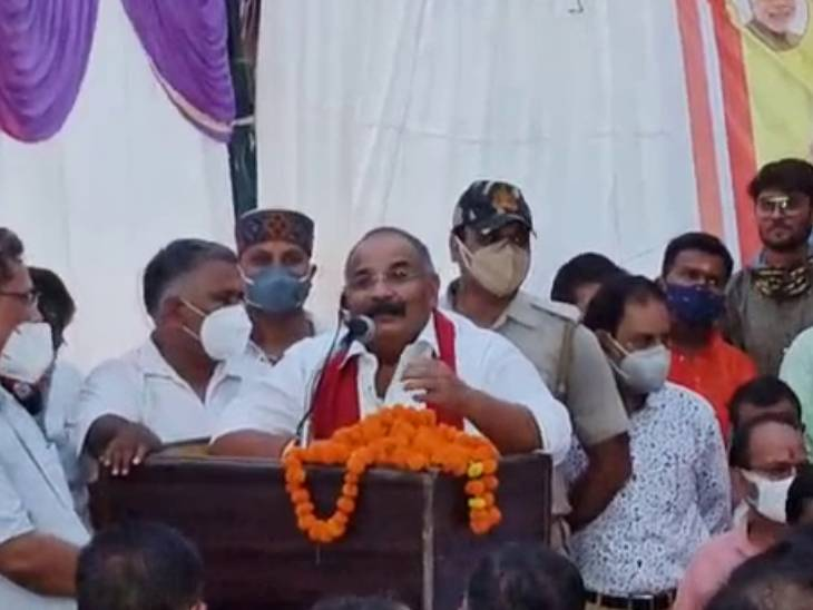कानपुर के MLA महेश त्रिवेदी ने PWD अफसरों से कहा- थोड़ा बहुत नमक में दाल का सिस्टम तो रहता है, लेकिन ये नहीं कि पूरी दाल ही पी जाएं|कानपुर,Kanpur - Dainik Bhaskar
