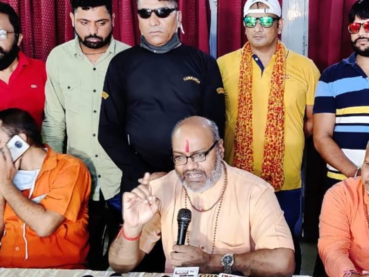 लखनऊ में यति नरसिंहानंद ने कहा- जिहाद कैंसर की तरह फैल रहा, हिंदू अपनी रक्षा के लिए ज्यादा से ज्यादा बच्चे पैदा करें लखनऊ,Lucknow - Dainik Bhaskar