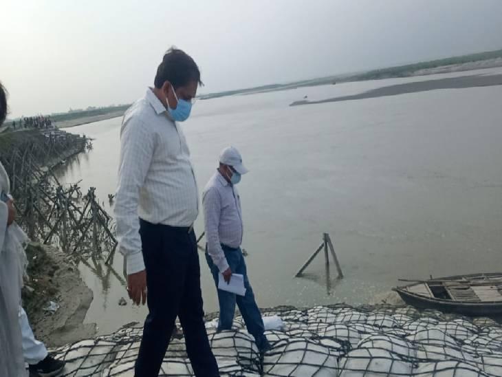 सरयू नदी का जल स्तर बढ़ने से डूबने लगे फल और सब्जियां, 10 हजार लोग हर साल होते हैं प्रभवित, हजारों एकड़ खेती हो जाती है बर्बाद|अयोध्या,Ayodhya - Dainik Bhaskar