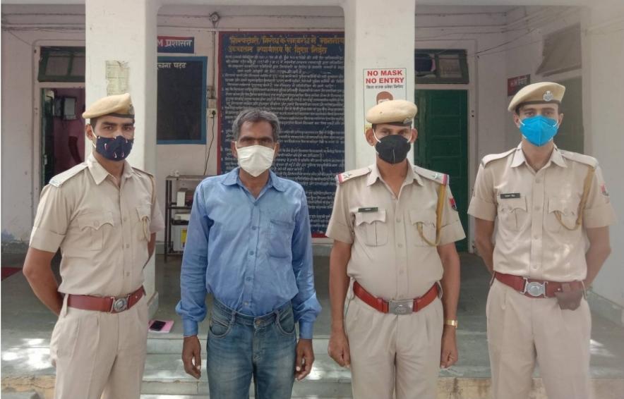 कृषि मंडी सचिव को अश्लील फोटो भेजकर दुकान आवंटित करने व 20 लाख की डिमांड की थी, अख़बार में फोटो छापने की दी थी धमकी दौसा,Dausa - Dainik Bhaskar