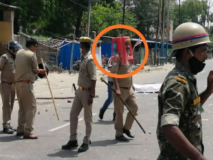 भीड़ को नियंत्रित करने में फेल हुई पुलिस; इंस्पेक्टर, चौकी इंचार्ज और दो सिपाही सस्पेंड, 43 उपद्रवी गिरफ्तार कानपुर,Kanpur - Dainik Bhaskar