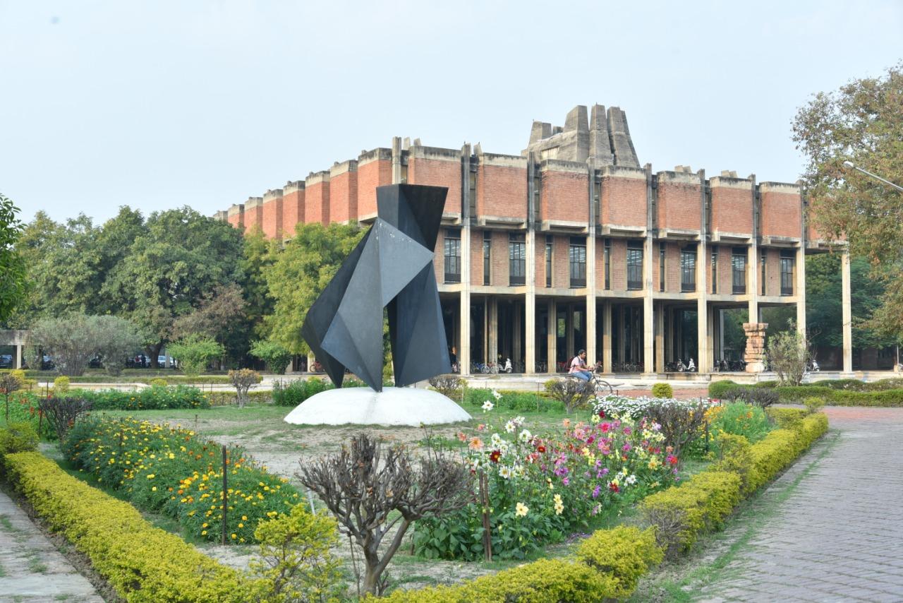 90 दिन में बनकर तैयार हुआ था, प्रदेश से नहीं मिला एक भी आर्डर, IIT प्रशासन बोला-यूपी सरकार ने नहीं दियारिस्पांस|उत्तरप्रदेश,Uttar Pradesh - Dainik Bhaskar