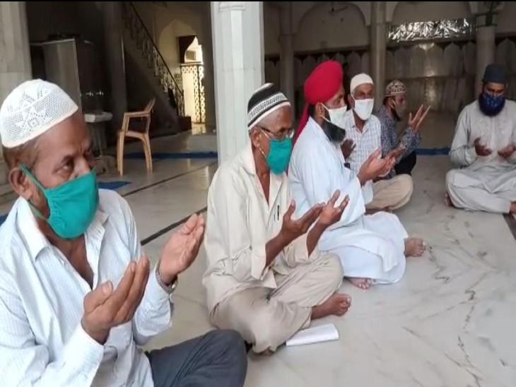 कोरोना के कारण हज यात्रा पर लगातार दूसरे वर्ष भी रोक, हाजी मस्जिदों में कोरोना खात्मे की कर रहे हैं दुआएं|बाड़मेर,Barmer - Dainik Bhaskar