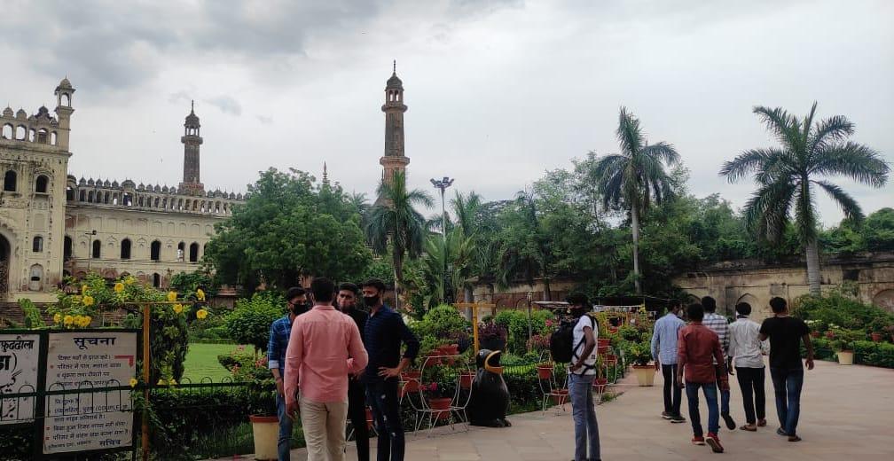 बड़े इमामबाड़े में 200 तो छोटे में 40 पर्यटकों को ही एक साथ मिलेगी इंट्री, जानिए क्या है नई गाइडलाइन|लखनऊ,Lucknow - Dainik Bhaskar