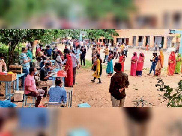 माउंटआबू. शहर में वैक्सीनेशन को लेकर लोगों में खासा उत्साह नजर आ रहा है। - Dainik Bhaskar