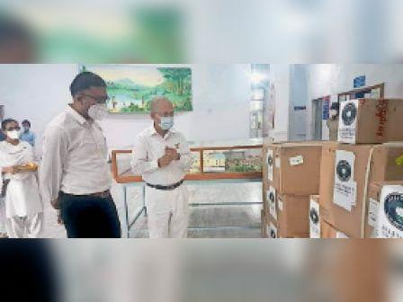 माउंट आबू. ग्लोबल अस्पताल को ताइवान की संस्था टीजेडयू, सीएचआई फाउंडेशन ने करीब 50 लाख की लागत से चार वेंटीलेटर, दस सिरिंज पंप व दस इन्फूजन पंप मुहैया करवाए। - Dainik Bhaskar
