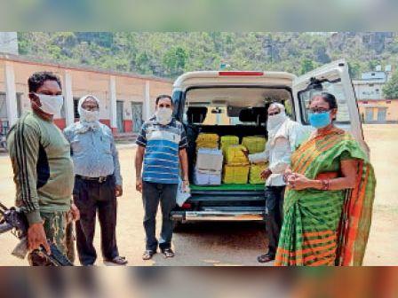 शिक्षकों के घर पहुंचाने उत्तरपुस्तिकाओं को किया गया रवाना। - Dainik Bhaskar