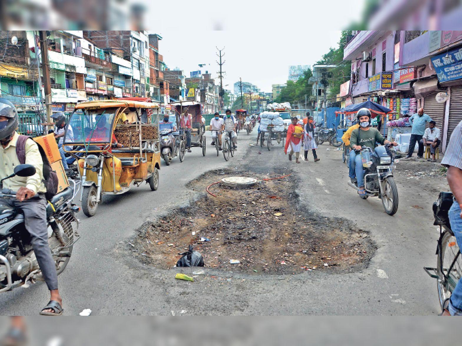 सरकार ने दावा किया था कि पटना की 94% सड़कें दुरुस्त कर दी गई, लेकिन मेयर व पार्षदों ने कहा-ये झूठ|पटना,Patna - Dainik Bhaskar