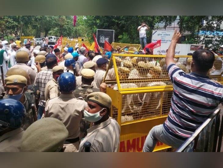 यमुनानगर में खेल मंत्री संदीप सिंह के घेराव की कोशिश में पुलिस और किसान आंदाेलन के समर्थकों के बीच बना तनातनी का माहौल। - Dainik Bhaskar