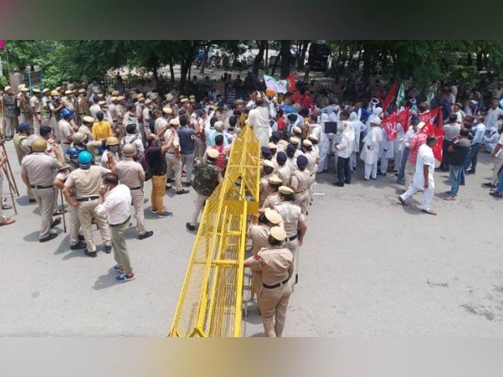 कष्ट निवारण समिति की बैठक के चलते सुबह से पुलिस बल तैनात था किसी भी अप्रिय घटना काे रोकने के लिए।