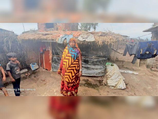 लाभार्थी शीला देवी के इसी घर पर कर दिया गया दो किस्तों का भुगतान। - Dainik Bhaskar