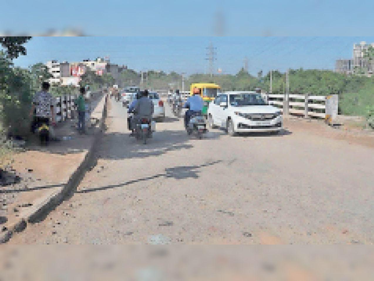पुल के निर्माण का सारा काम दोबारा से किया जाना चाहिए। - Dainik Bhaskar